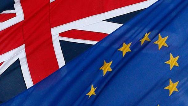 Прапори Великобританії та ЄС