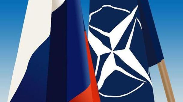 Прапори Росії та НАТО