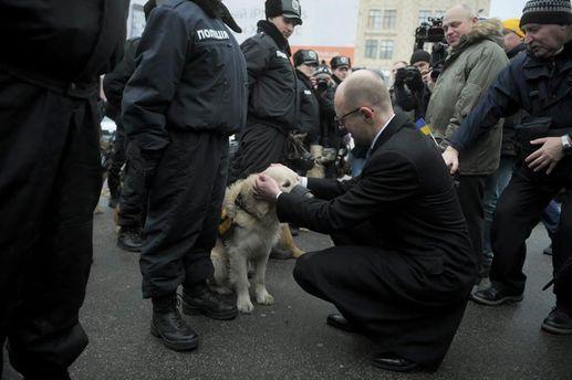 Яценюк з собакою