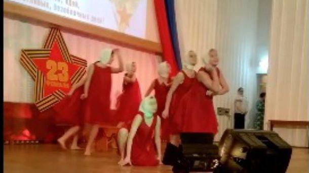 Патріотичний танець у Керчі
