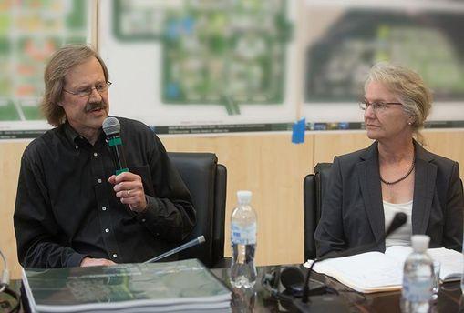 Концепцию BIONIC Hill представляют американские архитекторы Бертон Миллер и Элизабет Шрив (Киев 2013 год)