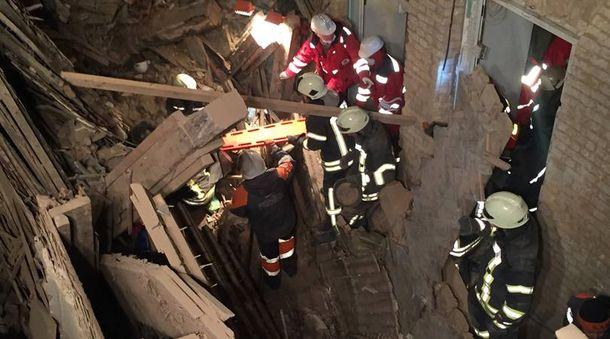 Спасательная операция на месте завалов