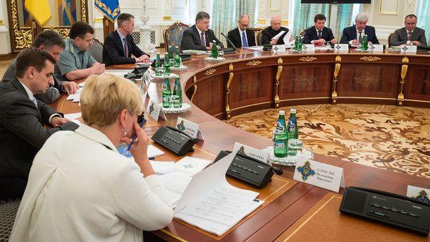 Порошенко созывает специальное заседание СНБО по Крыму