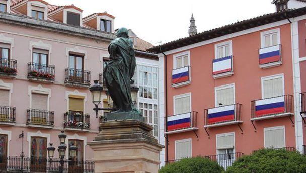 Здание с флагами