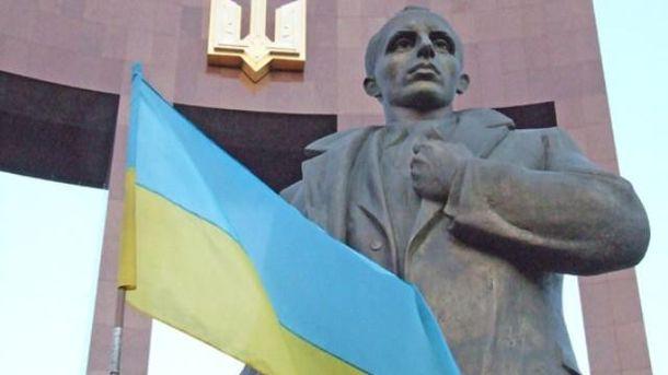 Пам'ятника Бандері