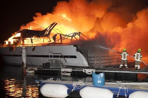 Горит элитная яхта в ОАЭ