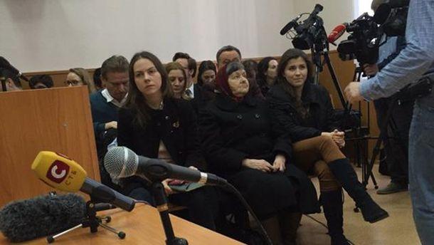 Сестра и мать Савченко в суде