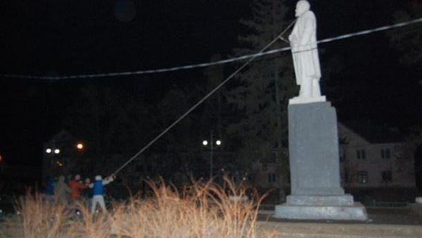 Свержение памятника Ленину