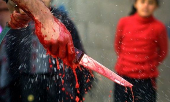 Окровавленный нож