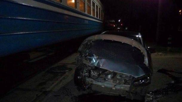 Иномарка протаранила поезд