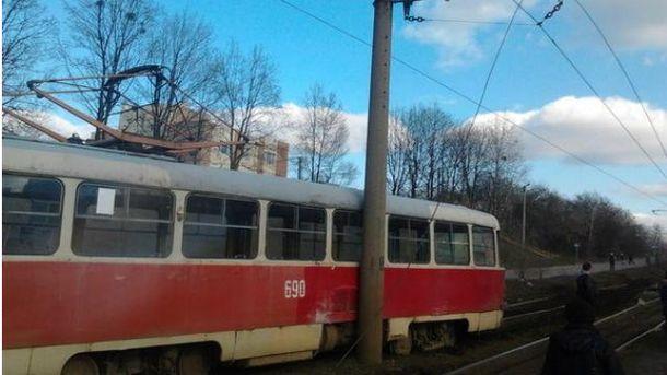 Трамвай сошел с рельсов в Харькове