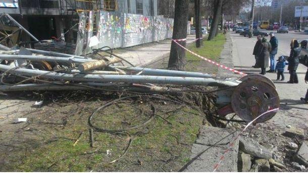 Упал строительный кран
