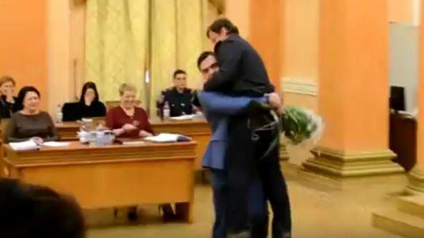 Александра Боровика вынесли из сессионного зала