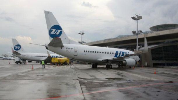 Літак авіакомпанії UTair
