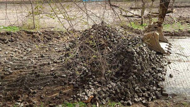 Демонтаж бруківки у Сімферополі