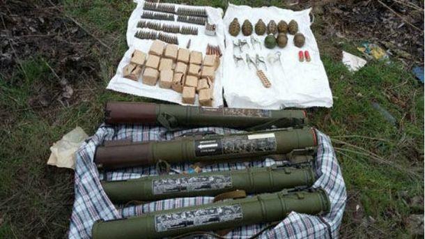 В Мариуполе нашли сумку с гранатами