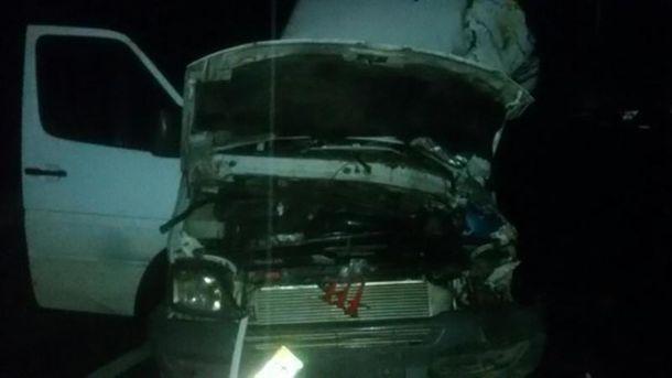 Микроавтобус после столкновения