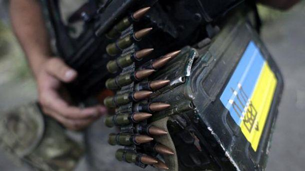 Військовий з кулеметом