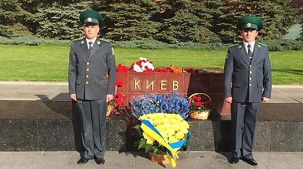 Почесна варта біля міста-героя Києва