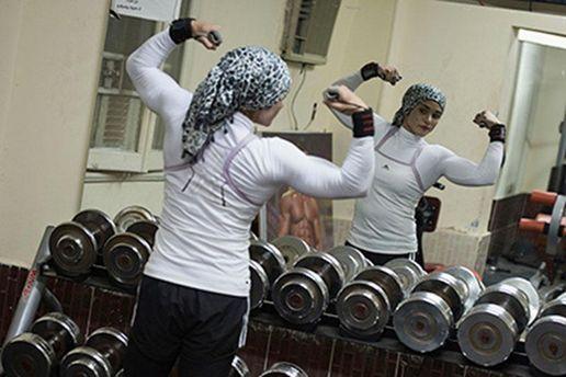 Мусульманка в спортзале