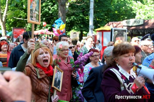 У Миколаєві 9 травня святкували з червоними прапорами