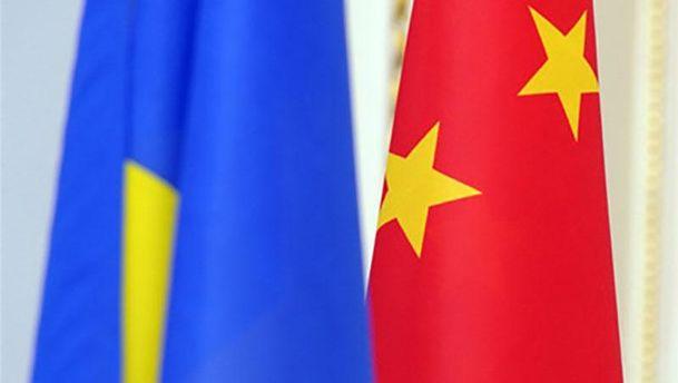 Флаги Украины и Китая