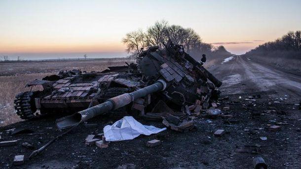 Сожженный танк в зоне АТО