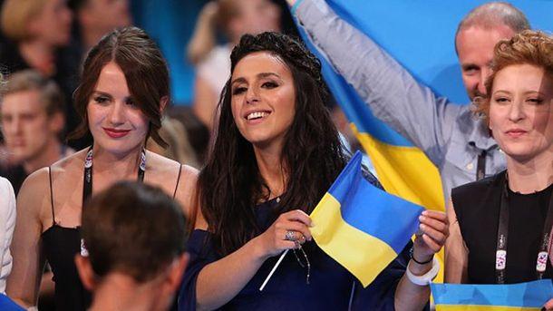 Джамала (центр) представляє Україну на Євробаченні