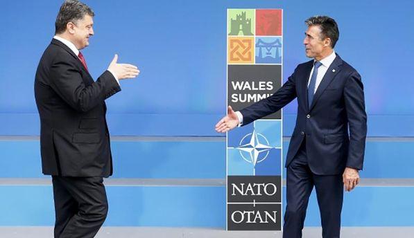 Петр Порошенко (слева) на саммите НАТО в Уэльсе