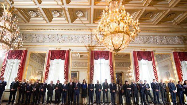 В королевском дворце почтили память жертв терактов
