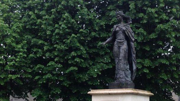 Пам'ятник Анні Ярославні