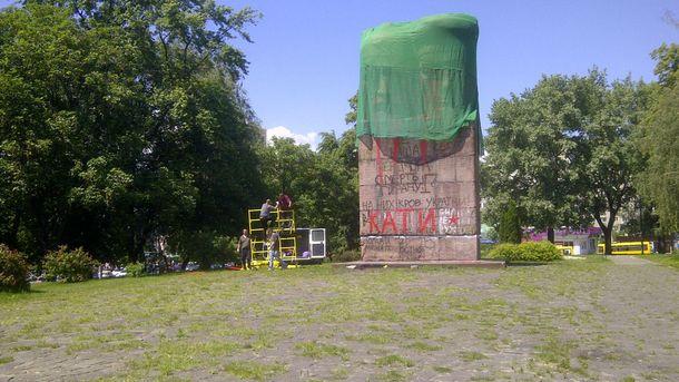 Демонтаж пам'ятника чекістам у Києві