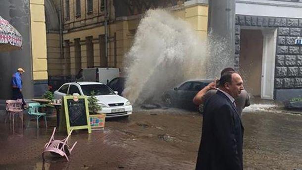 В Киеве прорвало трубу