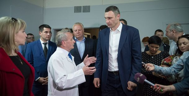 Виталий Кличко в детской больнице №1