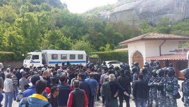 Продолжаются обыски крымских татар