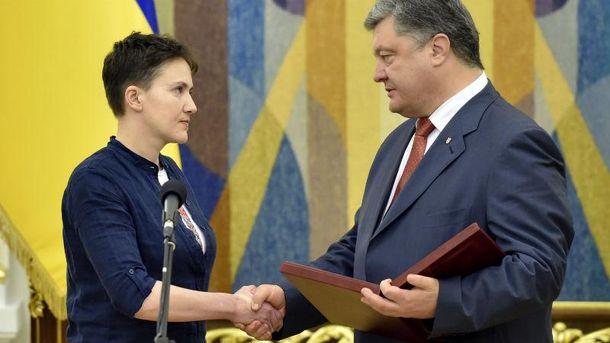 Порошенко вручил Савченко