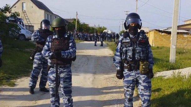 Силовики снова обыскивают татар в Крыму