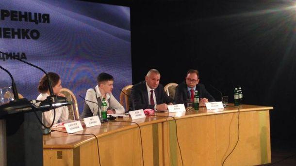 Надія Савченко не стримує емоцій на прес-конференції