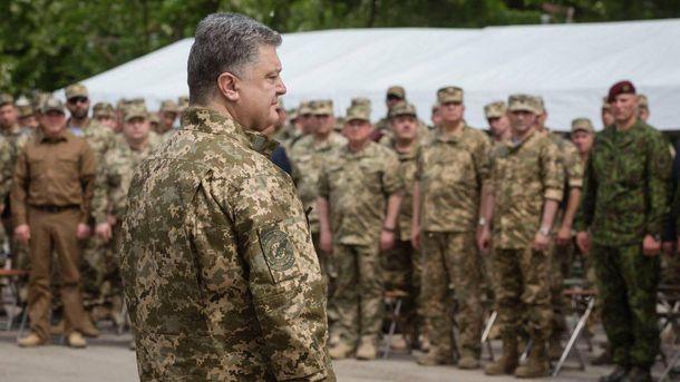 Петро Порошенко та військові