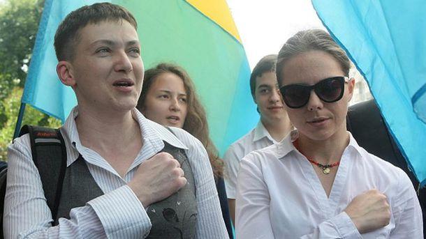 Рішуча Надія Савченко (ліворуч) разом з сестрою Вірою