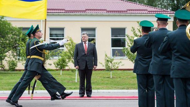 Петро Порошенко на урочистостях до Дня прикордонника