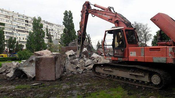 Снесение памятника чекистам