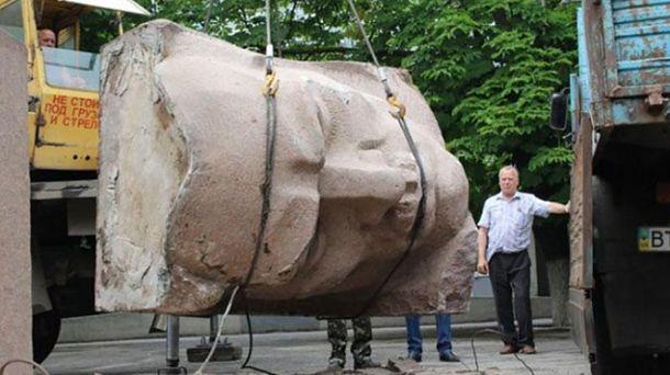 Знесення пам'ятника Цюрупі