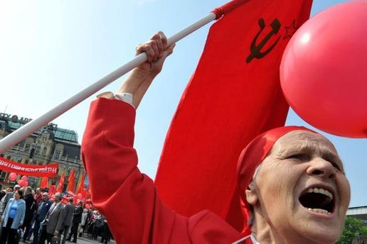 Парламент хочет сделать майские праздники рабочими