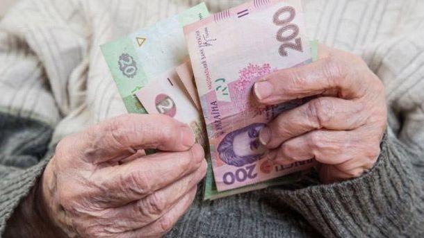 Пенсионер считает деньги