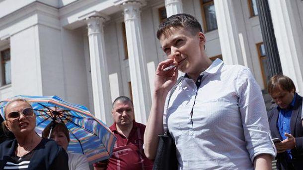 После двух лет в плену Савченко не бросила курить