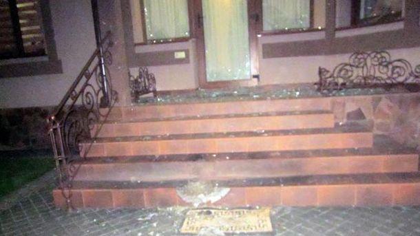 Когда жена вышла на огород, в доме прогремел взрыв (иллюстрация)