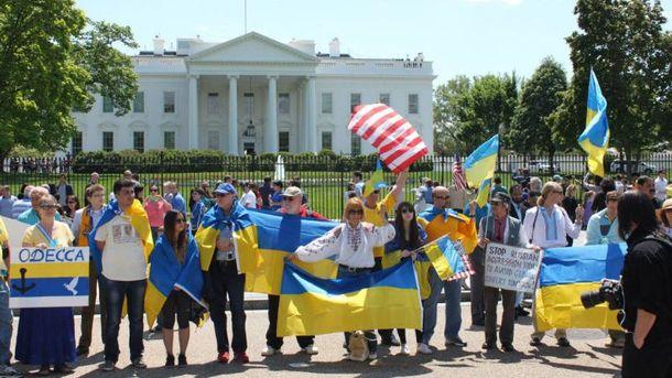 Украинцы возле Белого Дома в Вашингтоне