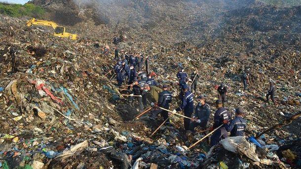 Рятувальні роботи на Грибовицькому сміттєзвалищі