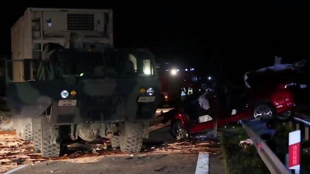 За кермом вантажівки перебувала жінка-військовий